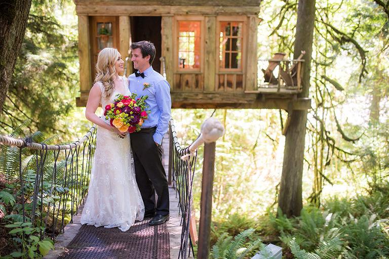 elopement photo couple on treehouse bridge