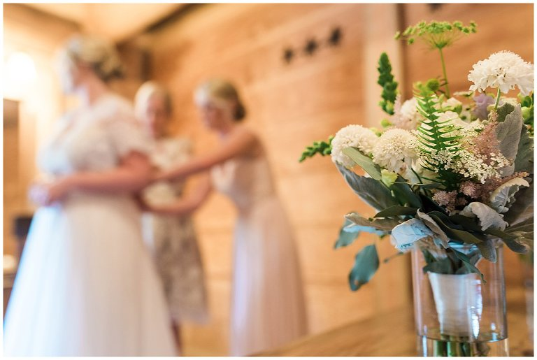 white and green bridal bouquet photo