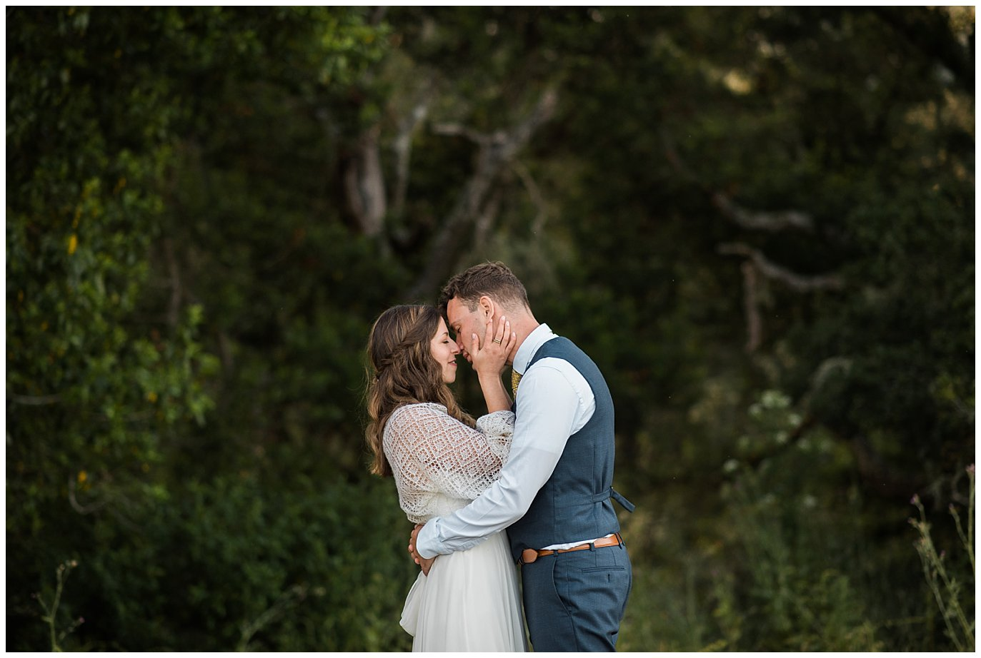 bride and groom kiss in front of gorgeous california oak trees at Mann Family Farm wedding by Bolinas wedding photographer Jennie Crate