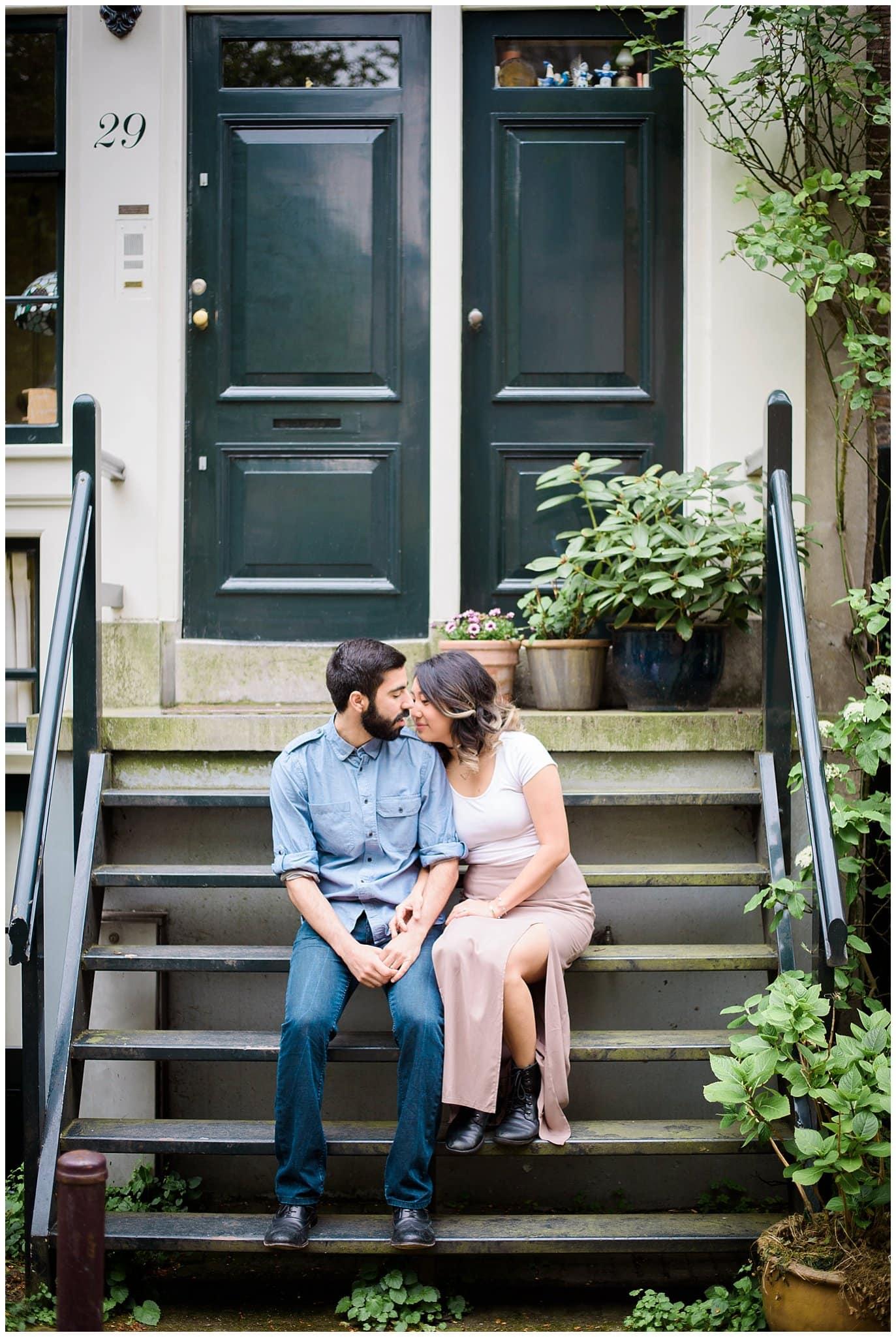 engagement photo on steps in Jordaan Amsterdam