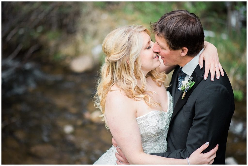 bride and groom kiss colorado wedding photo