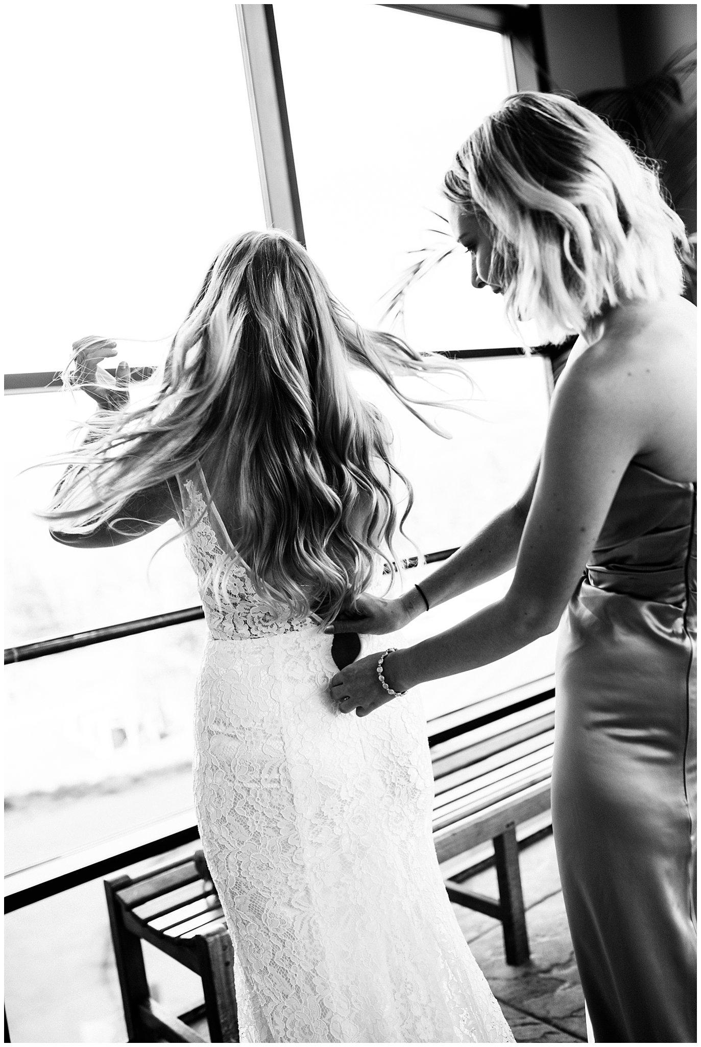 bride zipping lace dress wedding photo