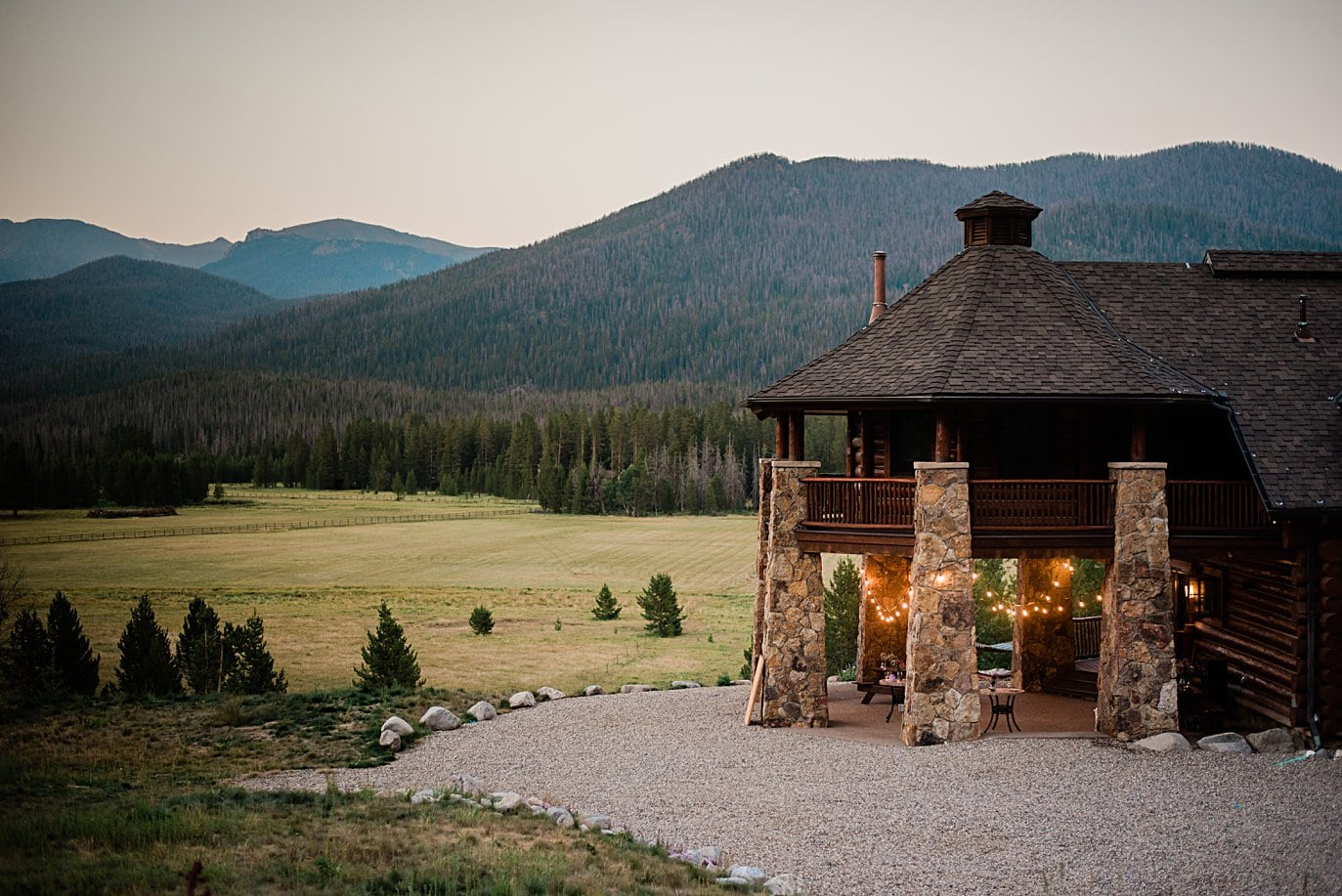 Meadowview Mountain Lodge outdoor patio area lit up for wedding before East Troublesome fire at intimate Grand Lake wedding by Boulder wedding photographer Jennie Crate