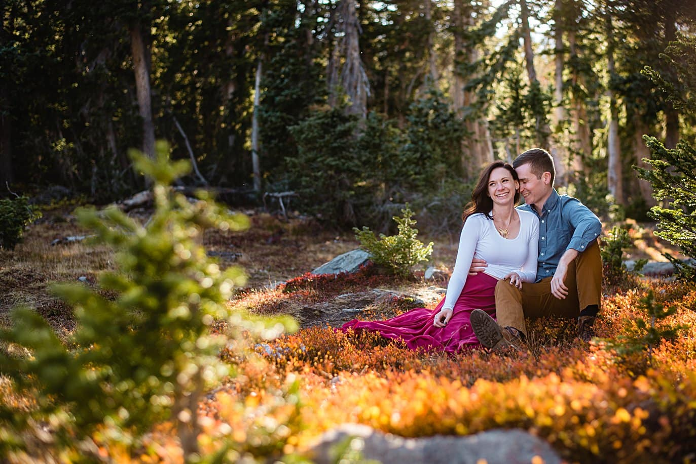 beautiful fall engagement hike to Mitchell Lake by Boulder engagement photographer Jennie Crate